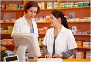 how-much-does-a-pharmacy-technician-make-featured